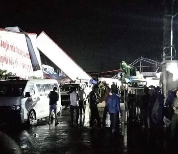 Lốc xoáy ở Vĩnh Phúc làm sập công ty gỗ, 3 người chết, gần 20 người bị thương-7