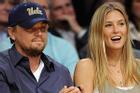 Bồ cũ của Leonardo DiCaprio bị phạt 1,5 triệu USD vì trốn thuế