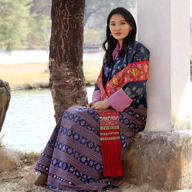 Hoàng tử Brunei, công chúa Thái, hoàng hậu Bhutan hot nhất MXH châu Á-8