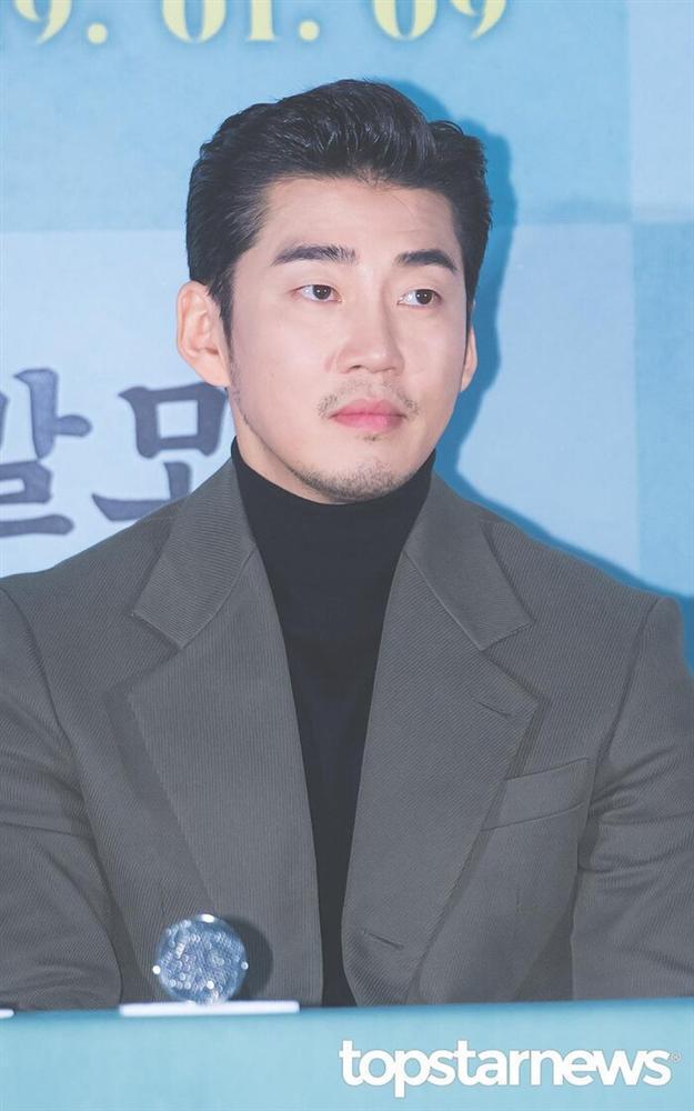 Chia tay sau 7 năm hẹn hò: Yoon Kye Sang không kết hôn, Honey Lee sẽ cưới doanh nhân?-4