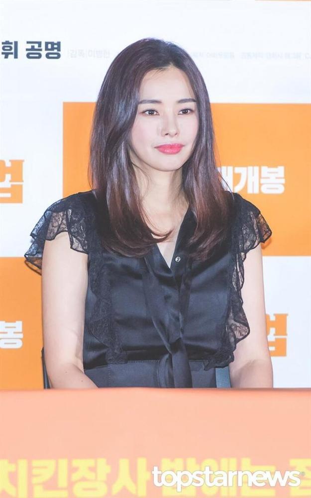Chia tay sau 7 năm hẹn hò: Yoon Kye Sang không kết hôn, Honey Lee sẽ cưới doanh nhân?-5