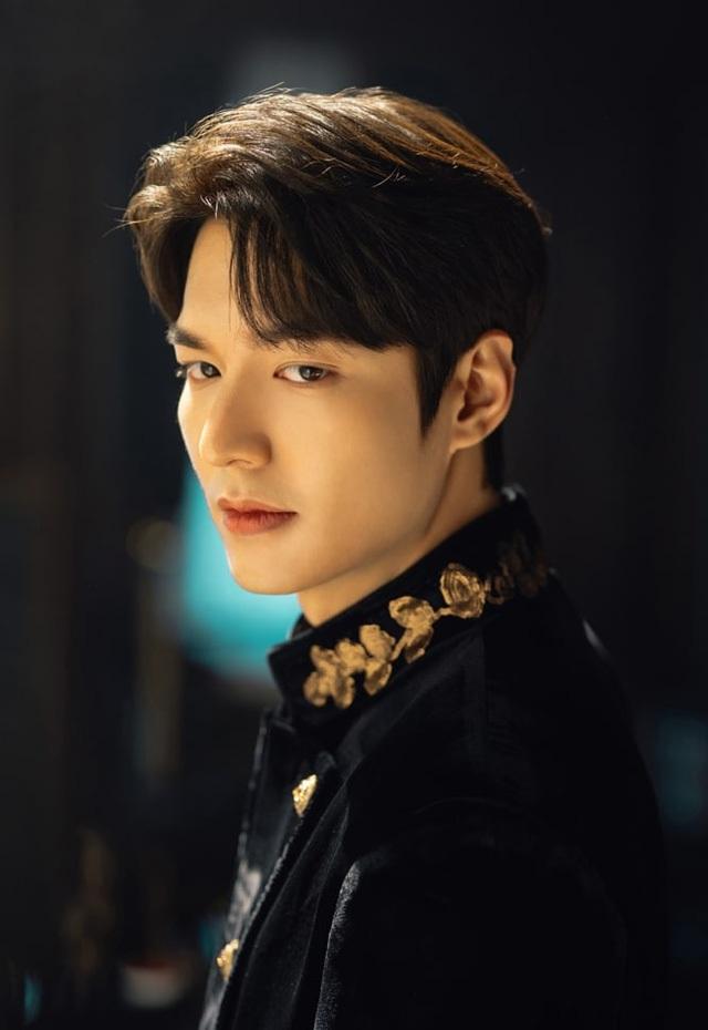 Lee Min Ho bị đào mộ loạt ảnh thời còn phèn: Mặt rỗ, gầy gò, style như Khá Bảnh-8