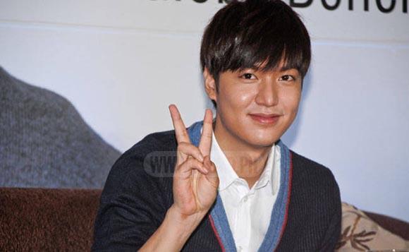 Lee Min Ho bị đào mộ loạt ảnh thời còn phèn: Mặt rỗ, gầy gò, style như Khá Bảnh-5