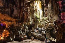 Ngôi chùa nằm sâu trong hang động ở Lạng Sơn