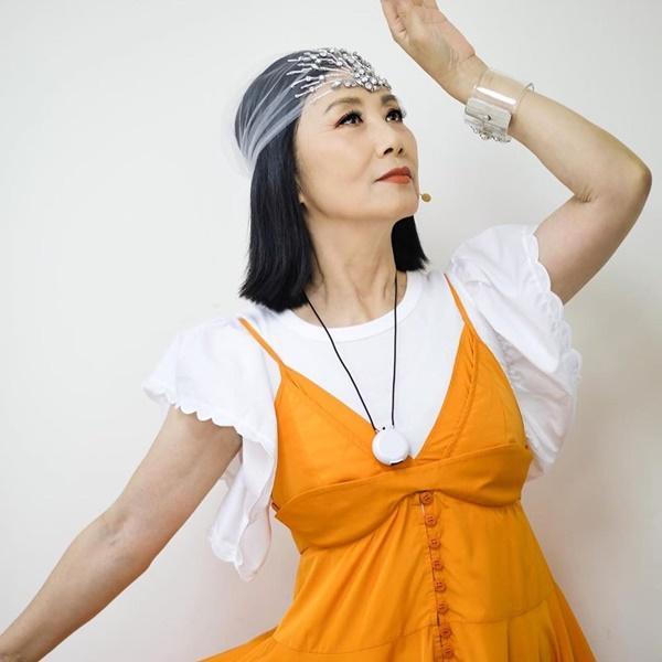 Quả là nữ hoàng váy cưới Vera Wang: Nhờ đôi chân thon nuột mà lấn át bà mẹ đẹp nhất Thái Lan lẫn chị lớn Hong Kong-3