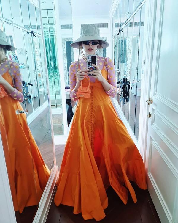 Quả là nữ hoàng váy cưới Vera Wang: Nhờ đôi chân thon nuột mà lấn át bà mẹ đẹp nhất Thái Lan lẫn chị lớn Hong Kong-5