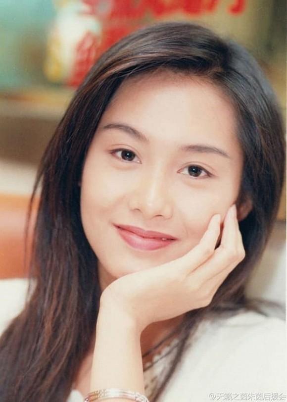 Tình cũ Châu Tinh Trì Chu Ân lộ vòng 2 lùm lùm, nghi vấn mang thai ở tuổi 49-7