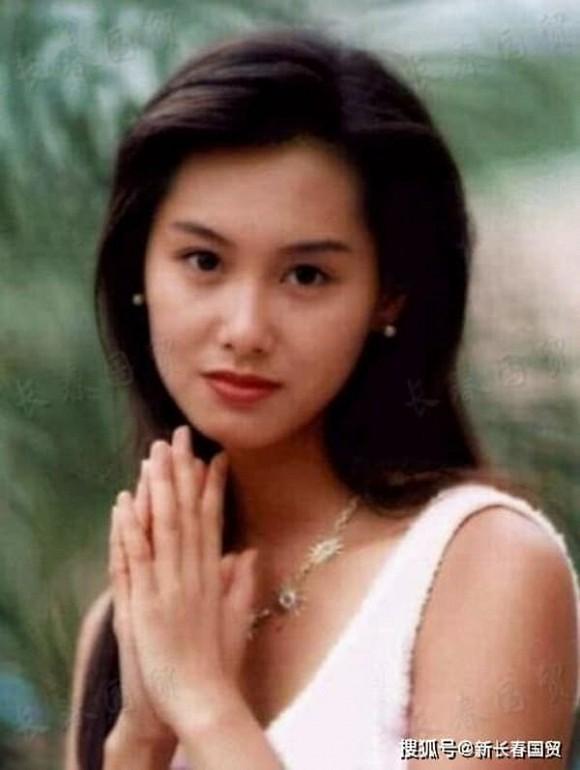Tình cũ Châu Tinh Trì Chu Ân lộ vòng 2 lùm lùm, nghi vấn mang thai ở tuổi 49-8