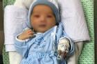 Bé sơ sinh bị bỏ rơi ở hố ga giữa trời nắng 40 độ: Đôi mắt đã hé mở, vẫn phải điều trị viêm ruột
