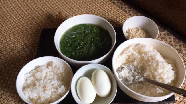 Mẹ chồng cho ăn cơm cữ liền 1 tuần với trứng luộc và thái độ của con dâu