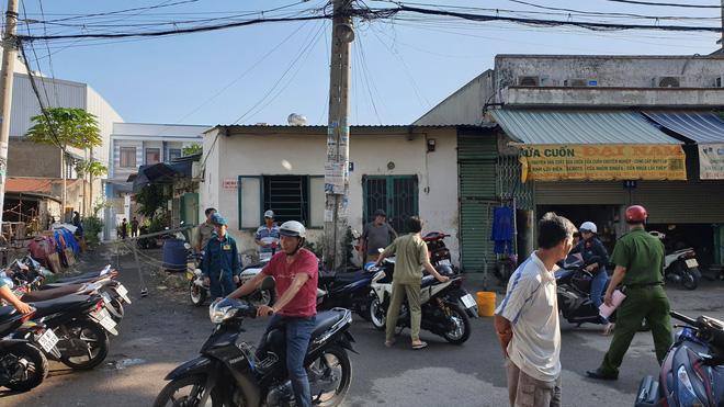 Kế hoạch giết người dã man của gã đàn ông đốt nhà khiến 3 người chết ở Sài Gòn: Rút xăng từ xe máy, lấy bùn be bờ để phóng hỏa-3