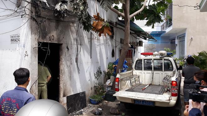 Kế hoạch giết người dã man của gã đàn ông đốt nhà khiến 3 người chết ở Sài Gòn: Rút xăng từ xe máy, lấy bùn be bờ để phóng hỏa-4