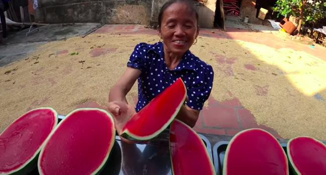 Bà Tân Vlog bị chê để móng tay bẩn làm đồ ăn, nhưng lời giải thích mới thực sự đi vào lòng người-4