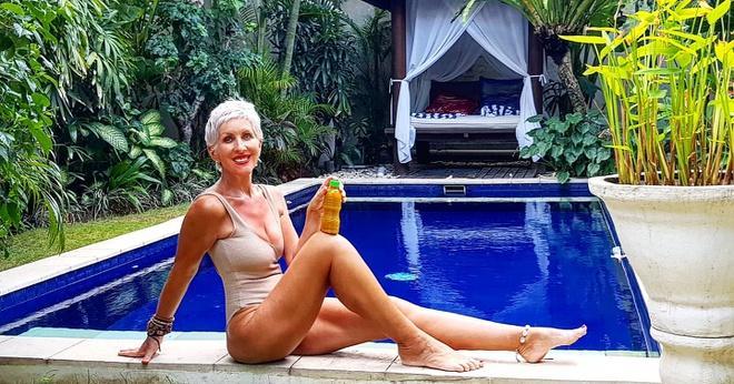 Nữ người mẫu vẫn giữ được vóc dáng thon gọn ở tuổi 62-2