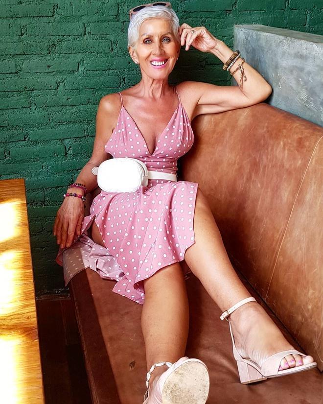 Nữ người mẫu vẫn giữ được vóc dáng thon gọn ở tuổi 62-7