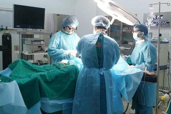Phẫu thuật cấp cứu bệnh nhân bị gãy dương vật do sở thích quái lạ-1