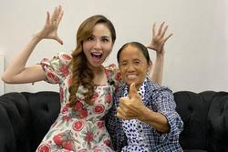 Hoa hậu Diễm Hương hào hứng khi gặp bà Tân Vlog, đôi dép tổ ong 'huyền thoại' gây chú ý