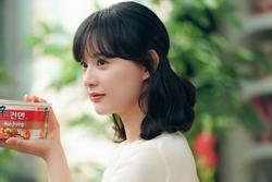 Nữ thần 'Hậu duệ mặt trời' Kim Ji Won khoe dung mạo đẹp xuất sắc