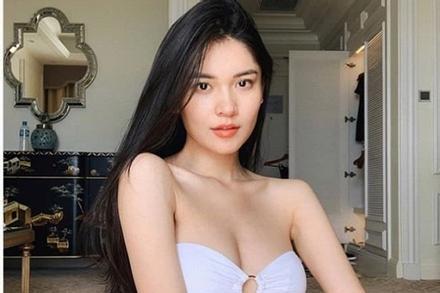 Á hậu Thùy Dung mặc bikini chụp ảnh trong nhà, nhờ dân mạng photoshop ở bãi biển vì lý do 'tế nhị'