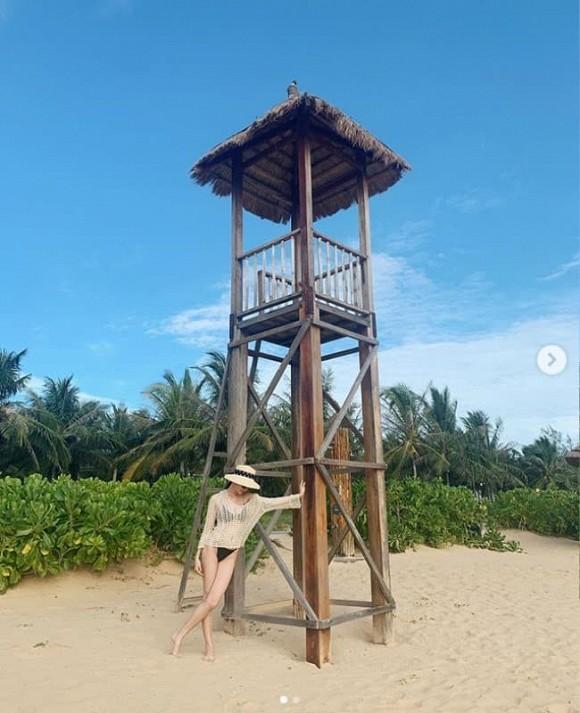 Á hậu Thùy Dung mặc bikini chụp ảnh trong nhà, nhờ dân mạng photoshop ở bãi biển vì lý do tế nhị-5