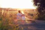 Muốn hạnh phúc bền lâu, cặp vợ chồng nào cũng cần học cách làm 4 điều sau