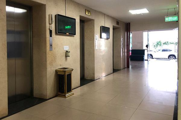 Hà Nội: Nghi vấn người đàn ông 60 tuổi dâm ô bé trai trong thang máy chung cư-1