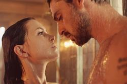 6 'bí mật' về cô đào sexy có cảnh nóng như thật trong phim gây sốt Netflix