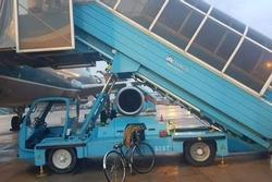 Công an tiếp nhận xác định nguyên nhân nữ hành khách ngã xe thang máy bay ở Tân Sơn Nhất