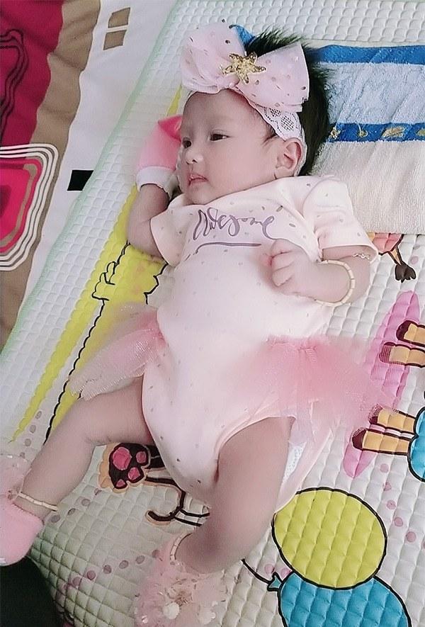 Người đàn ông Việt Nam đầu tiên sinh con xuất hiện rạng rỡ sau 1 tháng lâm bồn-7