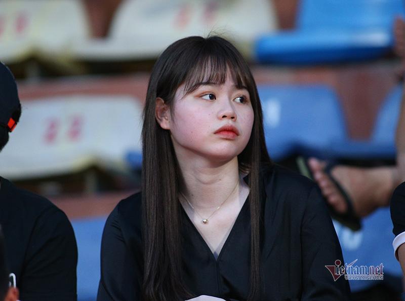 Bạn gái Quang Hải, Văn Hậu khoe sắc ở Hàng Đẫy-8