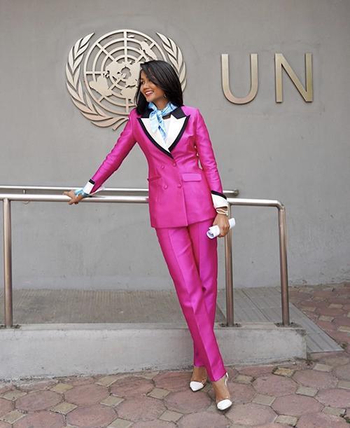 Trang phục hồng cánh sen khó nhằn được Chi Pu - HHen Niê cân đẹp-9