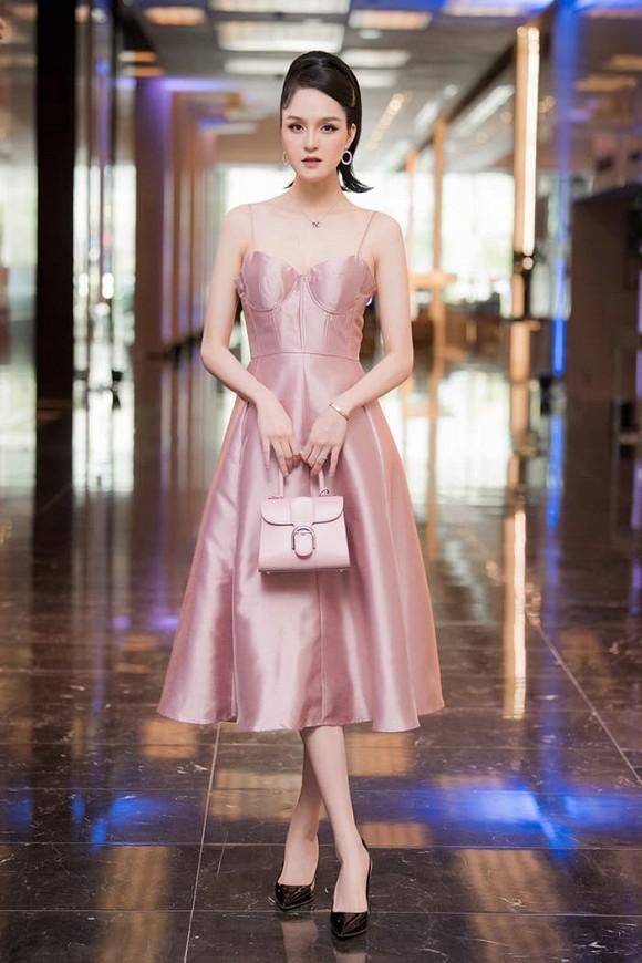 Trang phục hồng cánh sen khó nhằn được Chi Pu - HHen Niê cân đẹp-10