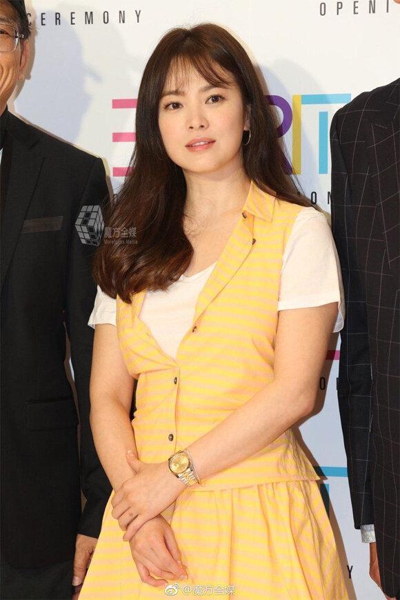 Bảo quốc nhan sắc nhưng không ít lần Song Hye Kyo bị chê vừa già vừa xấu trên thảm đỏ quốc tế-4