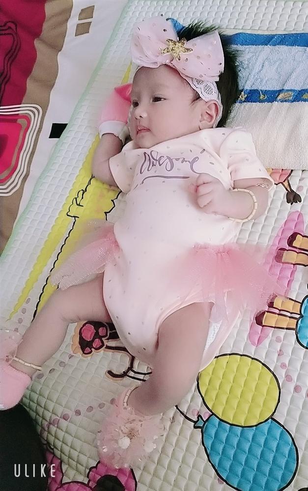Con gái 1 tháng tuổi của người đàn ông đầu tiên sinh con ở Việt Nam càng lớn càng yêu-9