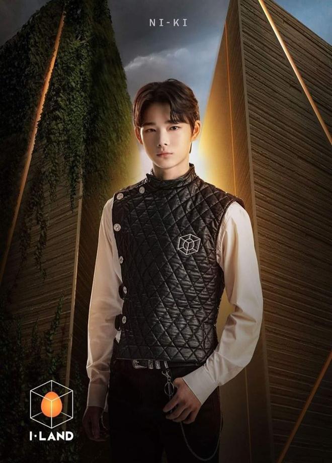 Hot boy Việt và những thực tập sinh show Hàn bị chê chỉnh ảnh quá tay-7