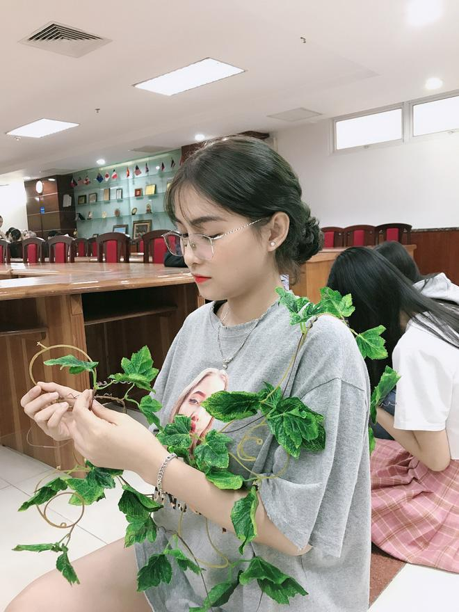 Mặc quần short ngắn cũn lên giảng đường, nữ sinh Sài Gòn gây tranh cãi kịch liệt-3