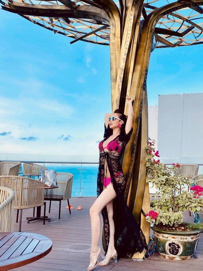 Jennifer Phạm mặc bikini khoe đường cong gợi cảm sau 5 tháng sinh con gái thứ tư-4