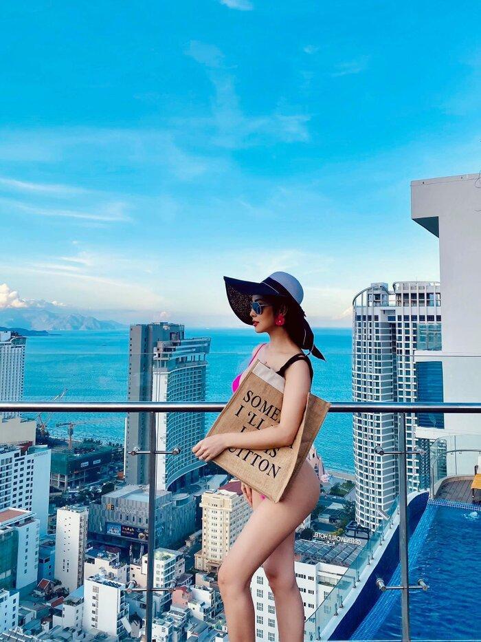 Jennifer Phạm mặc bikini khoe đường cong gợi cảm sau 5 tháng sinh con gái thứ tư-6