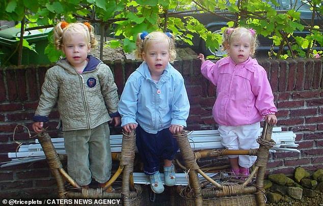 Mẹ than phiền vì 3 con gái làm gì cũng hệt nhau, không thể phân biệt-3