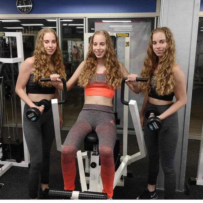Mẹ than phiền vì 3 con gái làm gì cũng hệt nhau, không thể phân biệt-5