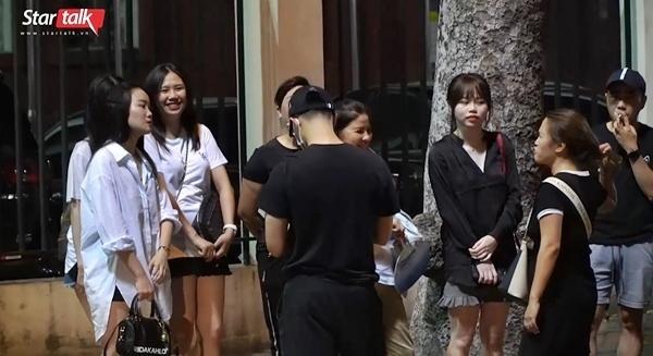 Bạn gái Quang Hải lạc lõng dù cùng hội cùng thuyền với dàn Wags tuyển Việt Nam-3