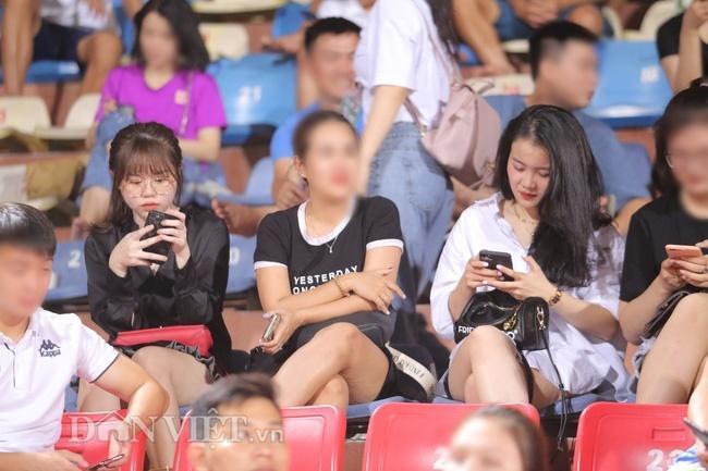Bạn gái Quang Hải lạc lõng dù cùng hội cùng thuyền với dàn Wags tuyển Việt Nam-2