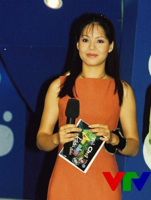 Hình ảnh ngố tàu thuở mới vào nghề của MC Anh Tuấn khiến dân tình chẳng tiếc một nút like-11