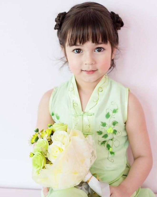 Bé gái được khen đẹp nhất Thái Lan 6 năm trước giờ ra sao-2