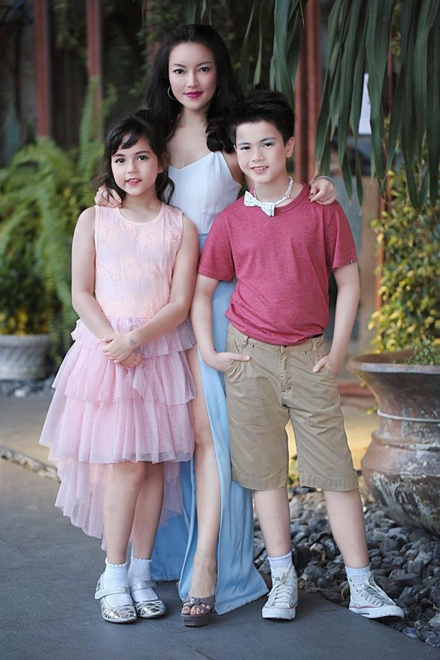 Bé gái được khen đẹp nhất Thái Lan 6 năm trước giờ ra sao-7