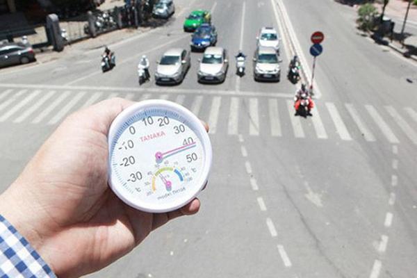 Hà Nội nắng nóng đặc biệt gay gắt với nhiệt độ trên 39 độ C và các cảnh báo của chuyên gia-1