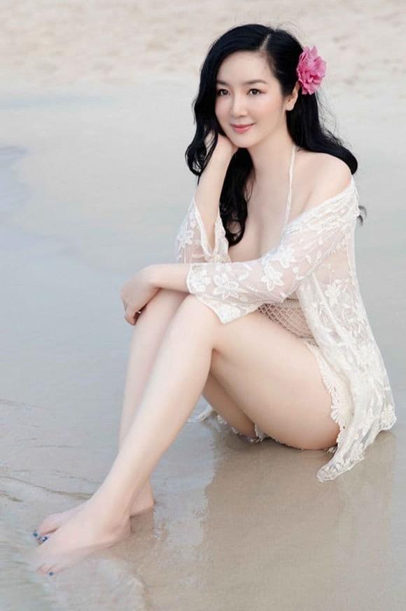 Body nuột nà của Hoa hậu Đền Hùng Giáng My khi diện bikini ở tuổi 49-2