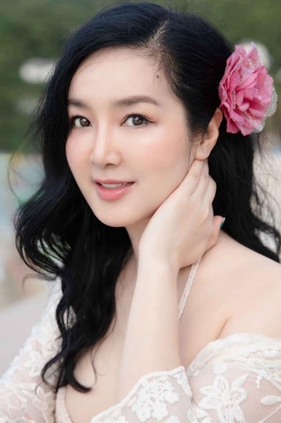 Body nuột nà của Hoa hậu Đền Hùng Giáng My khi diện bikini ở tuổi 49-3