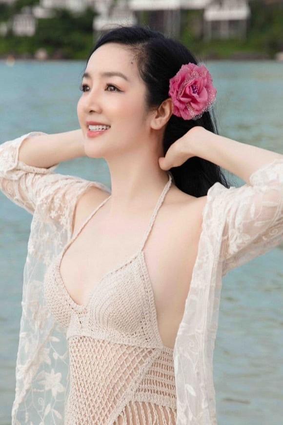 Body nuột nà của Hoa hậu Đền Hùng Giáng My khi diện bikini ở tuổi 49-5