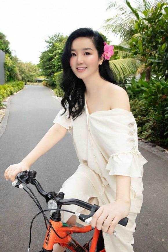 Body nuột nà của Hoa hậu Đền Hùng Giáng My khi diện bikini ở tuổi 49-8